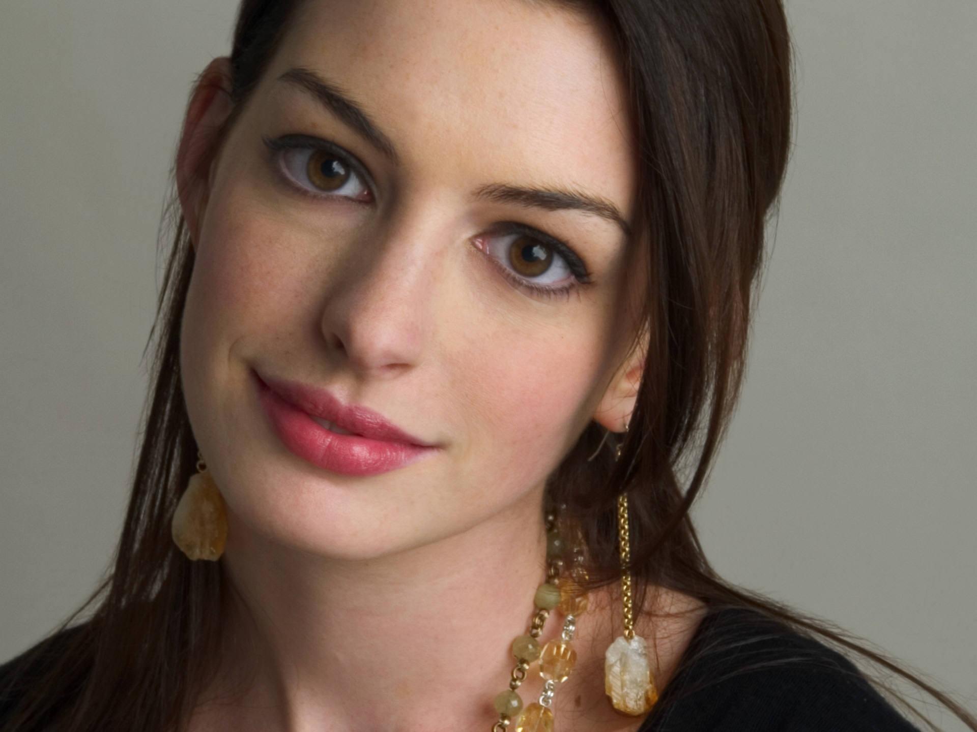 Anne Hathaway -La nueva gatúbela